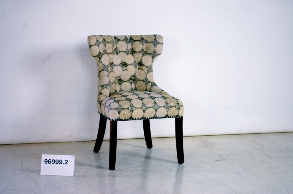 Tufted Back Dining Chair with Wing